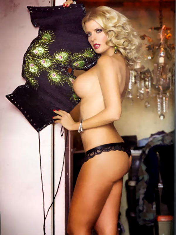 Sissi-Fleitas-in-Playboy-Mexico-Feb-2014-01