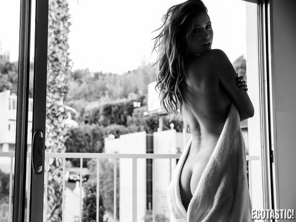 Jehane-Gigi-Paris-Sexy-in-Neave-Bozorgi-Photoshoot-06-580x435