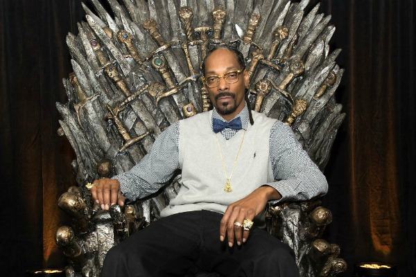 snoop-dogg-watches-hbos-game-of-thrones-for-historic-reasons